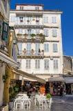 Gata i den gamla staden av den Korfu ön, Grekland Royaltyfria Bilder