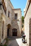 Gata i den grekiska staden, Rhodes, Grekland Arkivfoto