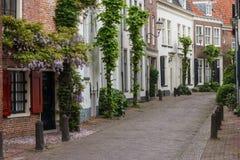 Gata i den historiska gamla staden av Amersfoort Arkivbilder