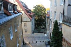 Gata i den historiska mitten av Warszawa Polen royaltyfri foto
