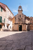 Gata i den lilla gamla staden i Kroatien Royaltyfri Fotografi