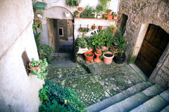 Gata i den medeltida staden, Italien royaltyfri bild