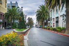 Gata i den shoppingområdesSantana raden, San Jose, Kalifornien Royaltyfri Foto
