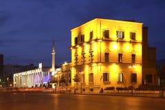 Gata i den Tirana staden albacoren royaltyfria bilder