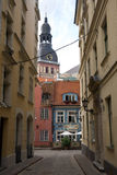 Gata i gamla Riga Arkivfoto