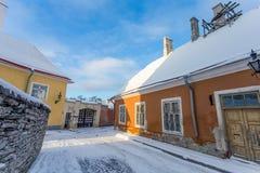 Gata i gammal del av den Tallinn staden Royaltyfria Bilder