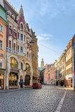 Gata i gammal stad av Riga på jul Arkivbild