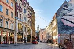 Gata i gammal stad av Riga på jul Arkivbilder