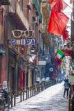 Gata i historisk mitt av den Naples staden, Italien Arkivbilder