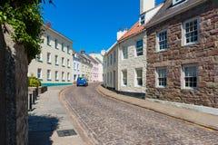 Gata i i stadens centrum St Anne Alderney Arkivfoto