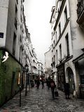 Gata i Le Marais, Paris, Frankrike fotografering för bildbyråer