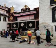 Gata i Lhasa, Tibet Royaltyfri Bild