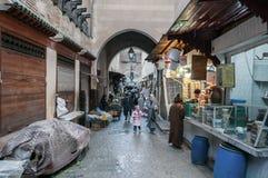 Gata i medinaen av Fez Arkivfoto