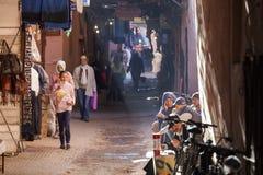 Gata i medinaen av Marrakech i Marocko Royaltyfri Bild