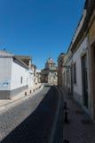 Gata i mitt av Faro, Algarve, Portugal Arkivfoton