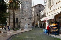 Gata i mitt av Herceg-Novi den gamla staden Arkivbilder