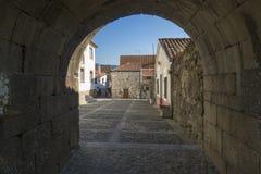 Gata i mitten av staden av Viana do Castelo Arkivfoto