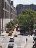 Gata i New York med taxi Arkivbilder