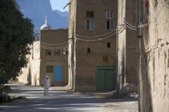 Gata i oasen Al Hamra Oman Arkivbild