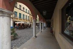 Gata i Sirmione, Italien royaltyfri fotografi