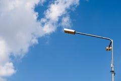 Gata ljusa Pole mot blå himmel Arkivbilder