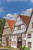 Gata med gamla hus i den historiska mitten av Blomberg arkivfoto