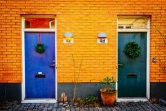 Gata med gamla trevliga färgrika hus i historisk mitt av Malmo, Sverige Fotografering för Bildbyråer
