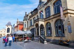 Gata med restauranger i den gamla staden av Valkenburg aan de Geul, Nederländerna Fotografering för Bildbyråer