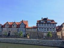 Gata mycket av traditionella tyska korsvirkes- hus arkivfoton