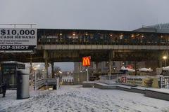 Gata nära Yankee Stadiumgångtunnelstation under snöstorm Royaltyfria Foton