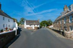 Gata och hus i Castel Guernsey Arkivfoton