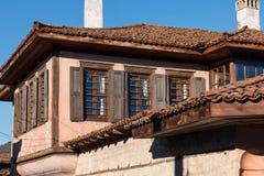 Gata och hus i den gamla staden av Koprivshtitsa, Bulgarien Arkivbilder