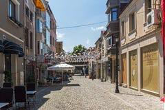 Gata och hus i området Kapana, stad av Plovdiv, Bulgarien royaltyfri bild