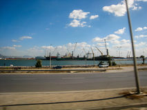 Gata och kaj i Tunisien i klart väder Juli 2013 Arkivbild