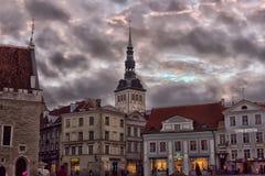 gata och torn av den gamla staden i aftonen Royaltyfri Fotografi