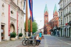 Gata på den Franciscan kyrkan i Maribor i Slovenien royaltyfria foton