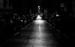 Gata på natten royaltyfria bilder