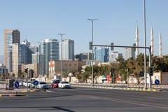 Gata som är i stadens centrum i den Fujairah staden Arkivbilder