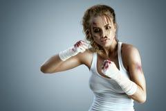 gata taekwondo som för krigs- för män för ben för knä för kickboxer för kick för konstkämpekarate kickboxing muay klar s mma är t arkivbilder