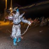 Gataaktör i silver på Dia De Los Muertos Procession Arkivbild