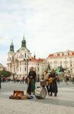 Gataaktörer på den gammala townen kvadrerar i Prague Royaltyfria Foton