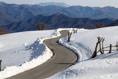 Gataberg i snön på Casadel Romano Genoa Liguria Italy royaltyfria bilder