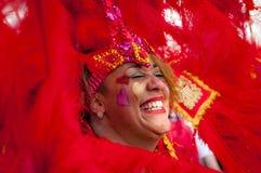 Gatadansaren har gyckel på den London's Notting Hill karnevalet Arkivbilder