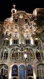 Gatafasaden av casaen Batllo i Barcelona, Catalonial, Spanien arkivbilder
