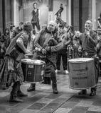 Gatafolkmassor i Glasgow Royaltyfri Foto