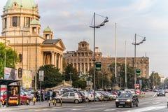 Gatafoto av den Belgrade parlamentet Royaltyfri Bild