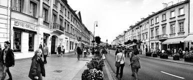 Gatafotografi Konstnärlig blick i svartvitt Arkivbild