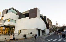 Gatafotografi på museet av samtida konst, rund kaj fotografering för bildbyråer