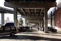 Gatafotografi under en huvudvägramp industriområdet i Portland, Oregon December 2017 Fotografering för Bildbyråer