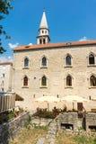 Gatakafé nära domkyrkan av St John i den gamla Budvaen, Montenegro Fotografering för Bildbyråer